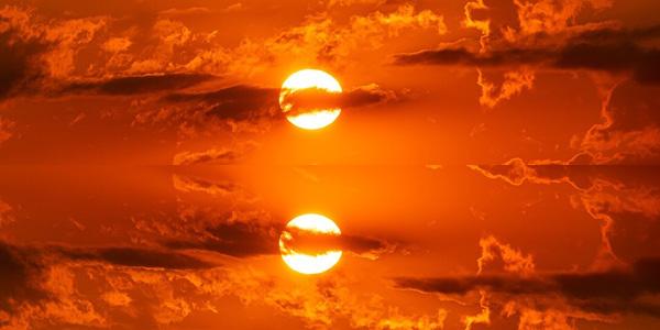 空の写真を複製して垂直に反転させる