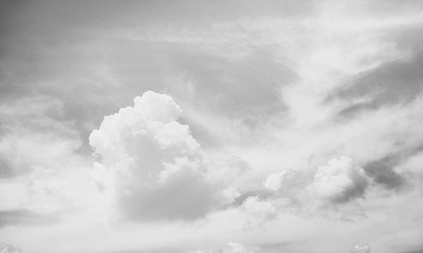 霧ブラシを作るための雲の写真を用意